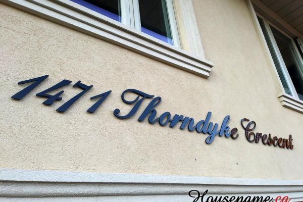 script-house-sign-fonthill